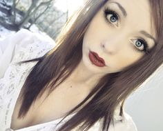 although it's really not my style, i love her makeup, the vertical labret doesn't hurt either ;)