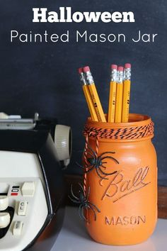 Add a sustainable touch to your desk or home office by reusing materials to make this Painted Mason Jar Halloween Craft. With simple white and black details, it's sure to get you in the Halloween spirit. Diy Halloween, Bureau Halloween, Halloween Mason Jars, Halloween Projects, Halloween Decorations, Halloween 2017, Halloween Cubicle, Halloween Favors, Halloween Crochet
