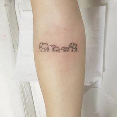 Tiny Tattoo Ideas for Major Inspiration - Elephant family tattoo! … Tiny Tattoo Ideas for Major Inspiration - Elephant family tattoo! Mini Tattoos, Trendy Tattoos, Cute Tattoos, New Tattoos, Small Tattoos, Tattoos For Guys, Tatoos, Flower Tattoos, Word Tattoos