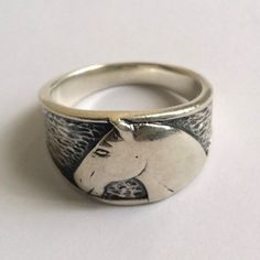 Very cute 925 Sterling Silver Horse Head Mens Ring. It is a size 10.5 and weighs 8.5 grams. Hallmarks: 925 S.