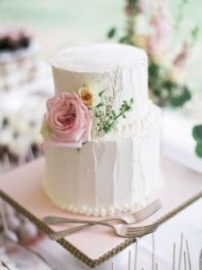 Rustic iced cake with pastel roses