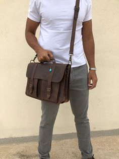 Handmade leather briefcase with two front pckets made from genuine leather in waxed dark brown color decorated with a unique key ring. Best Messenger, Messenger Bag Men, Briefcase For Men, Leather Briefcase, Brown Leather Messenger Bag, Black Leather Mules, Men's Backpacks, Dark Brown Color, Leather Bags Handmade
