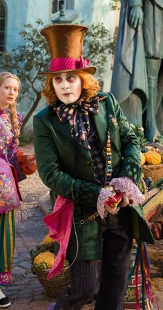 Best Costumes in Film Alice Through The Looking Glass Costume Designer: Colleen Atwood (Whatever you think of the movie, costumes are great. Colleen Atwood, Johnny Depp Mad Hatter, Johnny Depp Movies, Alice Movie, John Depp, Live Action, Mia Wasikowska, Kids Tv Shows, Marlon Brando