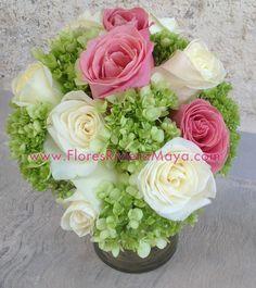 White and pink roses, green hydrangeas #centerPiece #wedding flowers Wedding florist, decoration, Playa del Carmen, Cancun and Riviera maya