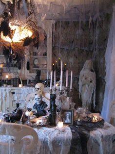 67 Stylish Halloween Dining Room Decoration Ideas - About-Ruth Table Halloween, Scary Halloween Food, Casa Halloween, Vintage Halloween Decorations, Outdoor Halloween, Halloween Party Decor, Halloween Ghosts, Outdoor Christmas, Halloween 2018