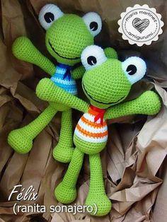Maria Martinez Amigurumi: Ranita Sonajero, padrão livre em espanhol (FREE PATTERN by Lilleliis) Crochet Frog, Crochet Fairy, Crochet Dinosaur, Crochet Dolls, Free Crochet, Amigurumi Patterns, Amigurumi Doll, Crochet Patterns, Crochet Crafts
