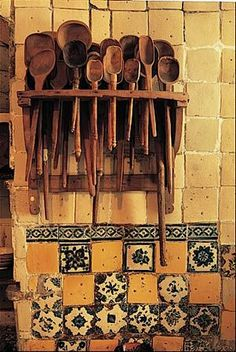 Cocinas Mexicanas Tradicionales - All photos © Melba Levick.love n the wooden spoons Mexican Style Decor, Objets Antiques, Mexican Kitchens, Talavera Pottery, Wooden Spoons, Home Living, Living Room, Handmade Home Decor, Handmade Tiles