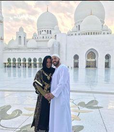 Gracyanne Barbosa e Belo posam com trajes tradicionais dos árabes em visita à mesquita #BBB, #Bbb17, #Beleza, #Brincadeira, #Fitness, #Gente, #Gostoso, #Hoje, #Instagram, #M, #Mundo, #Musa, #Noticias, #Portugal http://popzone.tv/2017/03/gracyanne-barbosa-e-belo-posam-com-trajes-tradicionais-dos-arabes-em-visita-a-mesquita.html
