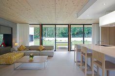 plafond en bois intéressant. Voir aussi plafond en fine lame de bois à Kerity.