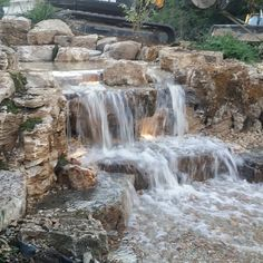 Another picture of the waterfall  Neptune's Water Gardens is the premier water feature design and installation company in the #Omaha Metro area. Our naturally balanced low-maintenance ecosystem ponds work with Mother Nature not against her. We pride ourselves in creating water features that appear to have always existed in their surrounding landscape. Whether you choose an ecosystem #pond decorative #fountainscape #Pondless #Waterfall or the new #RainXchange System that pairs a rainwater…