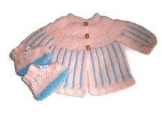 brassière bébé laine tricotée mains et ses petits chaussons assortis naissance/1 mois en vente chez les tricots de sylvie sur a little market