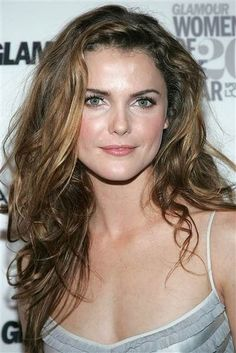 See her hair evolution from 'Felicity' to now Happy Keri Russell! See her hair evolution from 'Felicity' to 'The Americans'Happy Keri Russell! See her hair evolution from 'Felicity' to 'The Americans' Curly Hair Styles, Curly Hair Cuts, Long Curly Hair, Wavy Hair, Her Hair, Natural Hair Styles, Keri Russell Hair, Keri Russell Style, Bob Hairstyles For Fine Hair