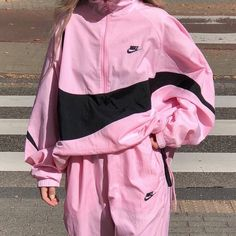 Ideas How To Wear Shorts In Winter Capsule Wardrobe For 2019 Sporty Outfits, Pink Outfits, Mode Outfits, Trendy Outfits, Fashion Outfits, Aesthetic Fashion, Aesthetic Clothes, 90s Aesthetic, Winter Shorts