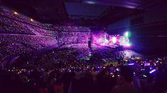 "Coldplay transforming San Siro stadium into a sea of colour during ""Paradise"" tonight at #ColdplayMilan"