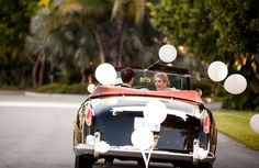 6 Ways to Surprise Your Fiancé(e) on Your Wedding Day