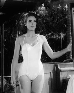 Julie Adams AKA Julia Adams, born Betty May Adams, as Kay Lawrence in Creature From the Black Lagoon Julie Adams, Classic Actresses, Hollywood Actresses, Actors & Actresses, Sci Fi Horror Movies, Classic Horror Movies, Horror Icons, Vintage Hollywood, Classic Hollywood