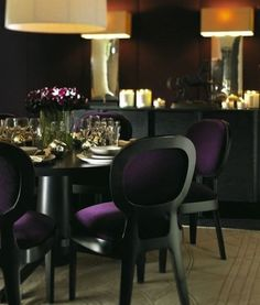 Good balance of color opposites using purple chairs with the yellow/gold lighting.  Manifique!