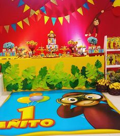 Curious George Birthday, Party Time, Ideas Para, Painting, Party, Small Birthday Cakes, Head Table Decor, Baby Girl First Birthday, Bebe