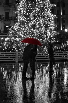 A red umbrella and Christmas bright. I wish i may , i wish i might, be kissed by you on this rainy night Kissing In The Rain, Dancing In The Rain, Red Photography, Black And White Photography, Rainy Night, Rainy Days, Color Splash, Color Pop, Arte Black