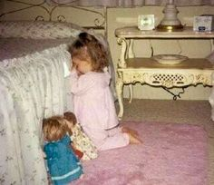 Funny pictures about Bedtime Prayer. Oh, and cool pics about Bedtime Prayer. Also, Bedtime Prayer photos. Precious Children, Beautiful Children, Little People, Little Girls, Jean 3 16, Cute Kids, Cute Babies, Caleb Y Sofia, Bedtime Prayer