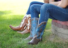 Old West Boots   http://lovethoseboots.com/index.php/brands/old-west.html