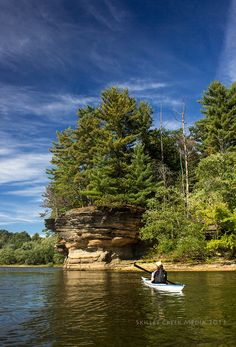Paddling the Lower Wisconsin Dells.   http://www.kayakquixotica.com