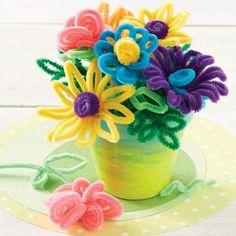 Utiliza limpiapipas de colores llamativos para crear unas lindas manualidades especialmente pensadas en los niños. ...