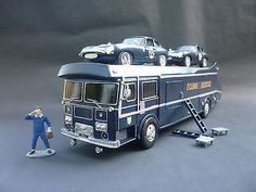 ECURIE ECOSSE RACING CAR TRANSPORTER, 1:32 SCALE, SCALEXTRIC SIZE, WITH DRIVER