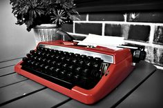 Red Retro Typewriter   ..rh