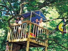 Treehouse with tarpaulin roof