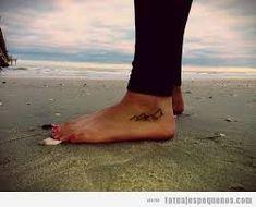 Resultado de imagen para tatuajes pequeños para mujeres en el pie