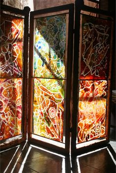 Screen made with recycled paper painted with batik technique adapted to the role Fiber Art, Recycling, Paper, Creative, Fabric, Dividers, Crafts, Investigations, Clutter