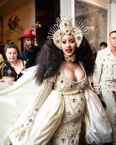 Expecting mom Cardi B tipped her hat to Beyonce in this mother goddess look at the Met Gala. She was positively glowing with joy! Beyonce, Rihanna, Gala Dresses, Nice Dresses, Jennifer Lopez, Madonna, Afro, Cardi B Photos, Costume Institute