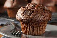 Chocolate Peanut Butter Muffins - Raise your hand if you've ever wanted to eat a peanut butter cup for breakfast. Well, now you can (sort of! It only takes one of these rich chocolate muffins to satiate your sweet tooth! Eggless Chocolate Muffins Recipe, Chocolate Pumpkin Muffins, Double Chocolate Chip Muffins, Delicious Chocolate, Chocolate Recipes, Choc Muffins, Healthy Chocolate, Peanut Butter Muffins, Chocolate Peanut Butter