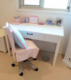 Stylish Settings: How to Make a Chair Cover for a Shabby Old Desk Chair - Dıy Desk Bedroom Ideen Dorm Room Chairs, Dorm Desk, Office Waiting Room Chairs, Black Dining Room Chairs, Wayfair Living Room Chairs, Accent Chairs For Living Room, Office Chairs, Desk Chair Comfy, Comfortable Office Chair