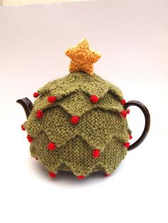 (not crochet, but it's adorable!) Ravelry: Christmas Tree Tea Cosy pattern by Sue Stratford