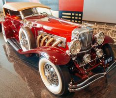 The 100 Hottest Cars of All Time. Duesenberg Model J The Model J was America's answer to the best European cars available at the time. It also holds the crown as the most powerful prewar American vehicle. Auto Retro, Retro Cars, Vintage Cars, Antique Cars, Hot Cars, Lamborghini, Ferrari, Duesenberg Car, Lanz Bulldog