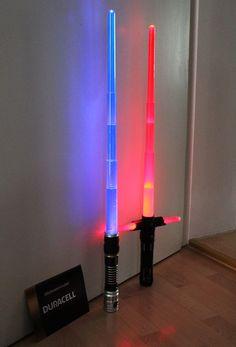 Lichtschwerter MIT #BatteriesIncluded! :) http://www.langweiledich.net/moege-der-saft-mit-dir-sein/ [sponsored]