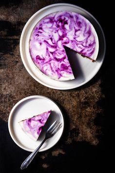 Leckerer No-bake Cheesecake mit Blaubeer-Swirls