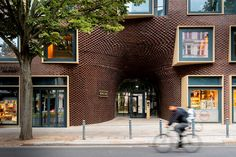Bricks Berlin Schoeneberg - Picture gallery Building Structure, Brick Building, Roof Extension, Internal Courtyard, Parametric Design, Zaha Hadid Architects, Historical Monuments, Spanish House, Design Strategy