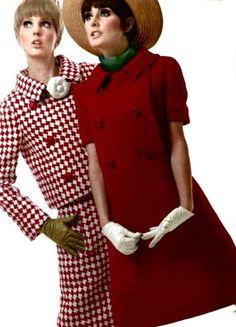 Modelos de Dior, años 60  https://www.facebook.com/HistoriadelaModaylosTejidos/posts/1464211376939600:0