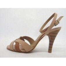 Sandália em couro Nude/Caramelo. La Vile Calçados em couro legítimo. Calçados que produzimos através de encomendas do nº 30 ao nº 33 www.lavile.com.br