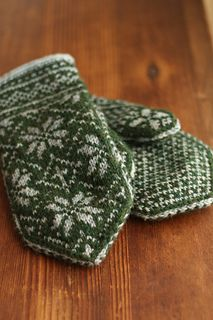 Knitting Patterns Mittens Ravelry: Project Gallery for Northman Mittens pattern by David Schulz Knitting Stitches, Knitting Yarn, Hand Knitting, Knitting Patterns, Crochet Patterns, Fingerless Mittens, Knit Mittens, Knitted Gloves, Knitted Mittens Pattern