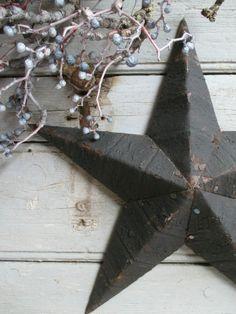 Stars - antique home White Christmas, Christmas Time, Xmas, Christmas Ideas, Boutique Deco, Primitive Christmas, Primitive Stars, Metal Stars, Jingle All The Way