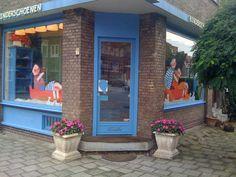 De Blauwe Ballon site   Dit is de site van kinderschoenen en kinderkleding winkel De Blauwe Ballon. We zijn te vinden op de Kleiweg in Schiebroek, Rotterdam. Rotterdam, Site, Ballon, Second Hand, Kids Wear, Windows, Outdoor Decor, Holland, Home Decor