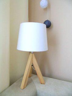 Dzisiaj opiszę moją ulubioną lampkę na drewnianych nogach, którą kupiłam niedawno w Biedronce.   A wszystko zaczęło się od lampki na drewnianych nogach, która były w zeszłym roku w …