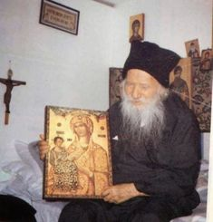How to raise good Orthodox Christian children: it's what the parents do and how they live. Picture of Elder Porphyrios Spiritual Discernment, Byzantine Icons, Orthodox Christianity, Infancy, Catholic Saints, Son Of God, Orthodox Icons, Christian Life, Priest
