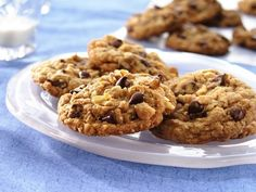 Betty Crocker Oatmeal Chocolate Chip Cookies -- These are my go-to cookies, except I substitute one over-ripe banana for a stick of butter (so only 1 stick of butter!), making them Banana Oatmeal Chocolate Chip Cookies :) Protein Cookie Recipe, Oatmeal Chocolate Chip Cookie Recipe, Protein Cookies, Cookie Recipes, Dessert Recipes, Oatmeal Cookies, Chocolate Chips, Chocolate Lovers, Chocolate Cookies