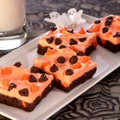 Halloween Brownie Bars - Easy and fun Halloween brownies topped with orange frosting and colored chocolate morsels. Serve them up at any spooky gathering! Halloween Brownie Bars - Easy and fun Halloween brownies topped with orange frosti Holiday Desserts, Holiday Treats, Just Desserts, Holiday Recipes, Delicious Desserts, Yummy Food, Yummy Recipes, Halloween Brownies, Halloween Sweets