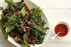 Salat mit gegrilltem Steak und Tomaten-Vinaigrette